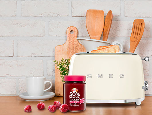 Gewinnen Sie einen SMEG Toaster inklusive einem Zentis Genusspaket!