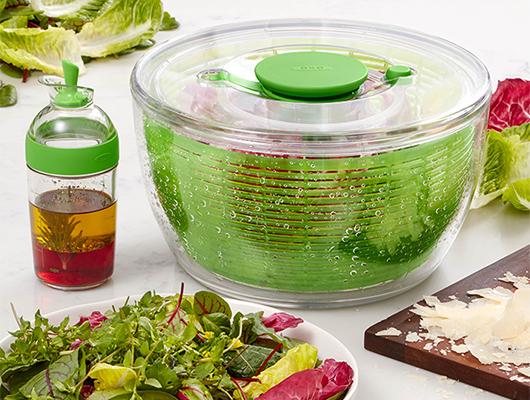 Neues 2-teiliges Salatset von OXO mit Salatschleuder und Dressing-Shaker gewinnen